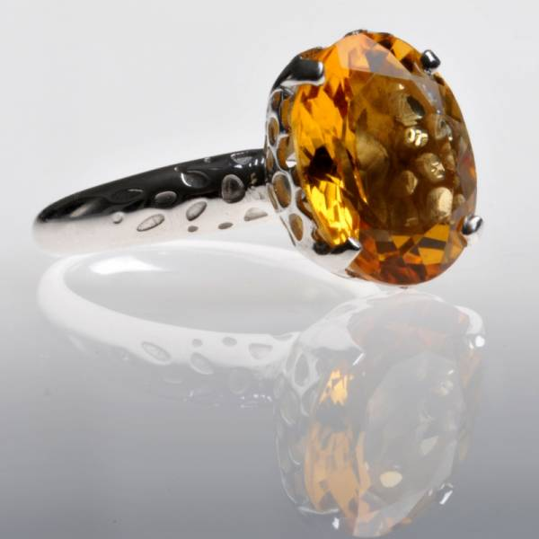 18ct White Gold Cocktail Ring with Citrine
