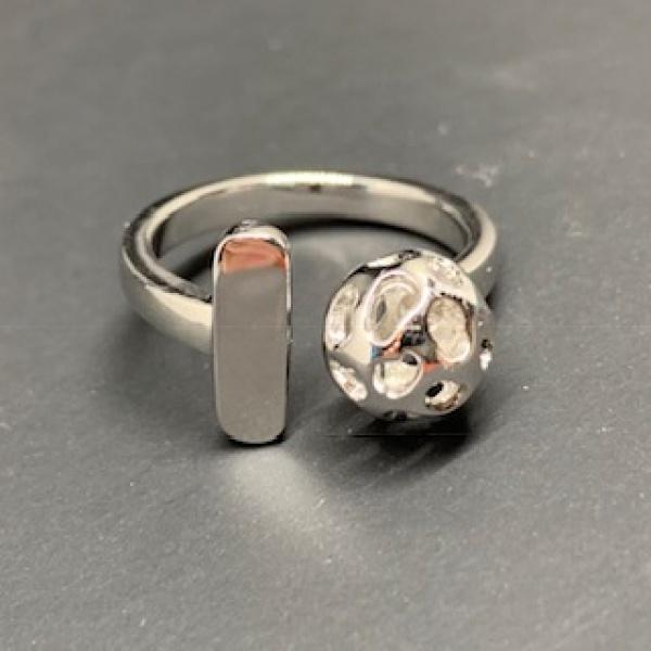 Globe Bar Ring