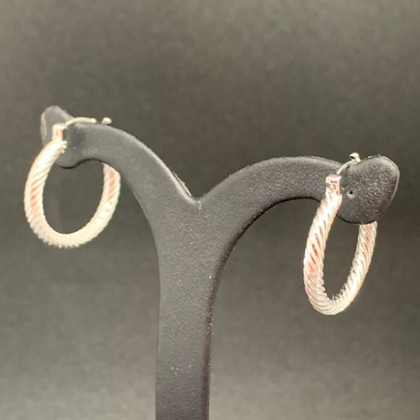 Twist texture hoop earrings