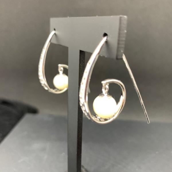 Spiral Hook pearl earrings ONE OFF